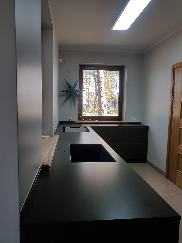 kā izskatās akmens virtuve